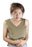 Vrouw die die maagpijn hebben op wit wordt geïsoleerd royalty-vrije stock fotografie