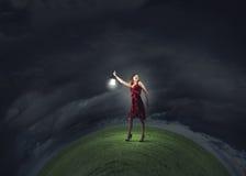 Vrouw die in duisternis wordt verloren Stock Afbeelding