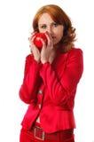 Vrouw, die een appel teder houdt Stock Foto