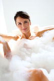 Vrouw die een bad neemt Royalty-vrije Stock Afbeelding