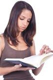 Vrouw die een boek leest Royalty-vrije Stock Foto