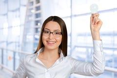 Vrouw die een briljant idee hebben Stock Foto