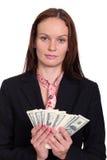 vrouw die een 100 dollarrekening houden Stock Foto