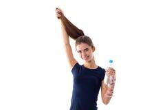 Vrouw die een fles water houdt Royalty-vrije Stock Afbeelding