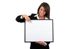 Vrouw die een frame houdt stock foto