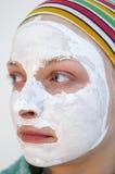 Vrouw die een gezichtsmasker draagt Stock Afbeeldingen