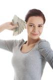Vrouw die een klem van poetsmiddelgeld houden Royalty-vrije Stock Fotografie