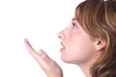 vrouw die een kus blaast Royalty-vrije Stock Afbeelding