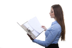 Vrouw die in een omslag doorbladeren Stock Afbeeldingen