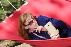 Vrouw die een Stil Gebaar maken royalty-vrije stock afbeeldingen
