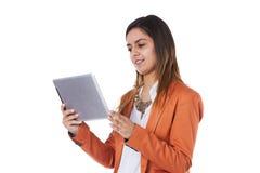 Vrouw die een tablet houden Royalty-vrije Stock Fotografie
