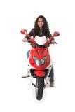 Vrouw die elektrische autoped zonder helm berijdt Royalty-vrije Stock Fotografie