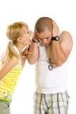 Vrouw die en bij haar vriend schreeuwt gilt Stock Fotografie