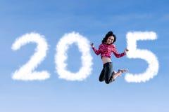 Vrouw die en nummer 2015 vliegen vormen Stock Fotografie