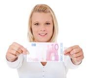 Vrouw die 10 euro houdt Royalty-vrije Stock Foto