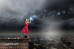 Vrouw die Fife spelen Royalty-vrije Stock Afbeeldingen