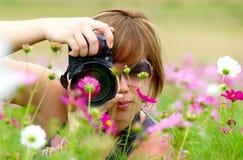 Vrouw die foto neemt Royalty-vrije Stock Foto's