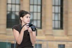 Vrouw die foto's neemt Royalty-vrije Stock Fotografie