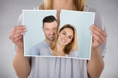 Vrouw die Foto scheuren stock foto