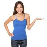 Vrouw die geïsoleerdg gelukkig toont Stock Fotografie