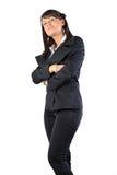 Vrouw die gekruiste handen bevindt zich Stock Afbeeldingen