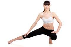 Vrouw die geschiktheidsoefeningen doet Stock Foto