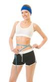 Vrouw die geïsoleerdes taille meet, Stock Foto's