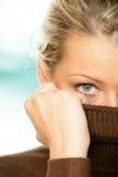 Vrouw die gezicht behandelt met col Stock Afbeeldingen