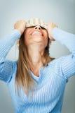 Vrouw die gezicht behandelt met hoed Stock Foto's