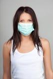 Vrouw die gezichtsmasker draagt Royalty-vrije Stock Foto