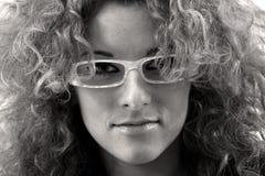 Vrouw die glazen draagt Stock Afbeeldingen