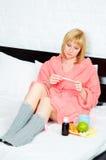 Vrouw die griep heeft Stock Afbeeldingen