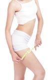 Vrouw die haar been na een dieet meet Royalty-vrije Stock Afbeelding