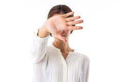 Vrouw die haar gezicht verbergt Royalty-vrije Stock Fotografie
