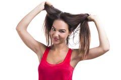 Vrouw die haar haar grijpt Stock Foto