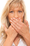 Vrouw die haar mond behandelt met handen Royalty-vrije Stock Afbeelding