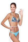 Vrouw die haar slank lichaam meet Royalty-vrije Stock Afbeeldingen