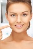 Vrouw die haar tanden tonen Royalty-vrije Stock Afbeeldingen