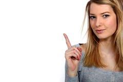 Vrouw die haar vinger opheft Stock Foto's