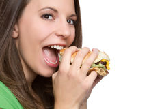 Vrouw die Hamburger eet stock afbeelding