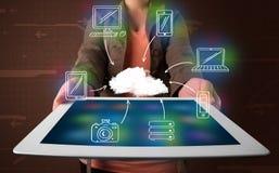 Vrouw die hand getrokken wolk gegevensverwerking tonen royalty-vrije stock foto's