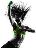 Vrouw die het dansende silhouet van geschiktheidszumba uitoefenen Royalty-vrije Stock Afbeeldingen