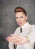 Vrouw die het gebaar van het eindeteken maken Royalty-vrije Stock Fotografie