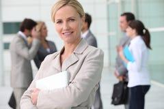 Vrouw die het werk verlaten Stock Afbeelding