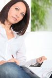 Vrouw die het werk zoeken Royalty-vrije Stock Foto's