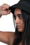 Vrouw die hoed draagt Stock Afbeeldingen