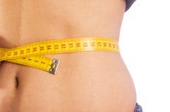 Vrouw die hoeveel gewicht toont zij verloor Royalty-vrije Stock Afbeelding