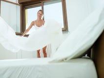 Vrouw die huishoudelijk werk doet Royalty-vrije Stock Foto