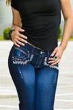 Vrouw die Jeans draagt Royalty-vrije Stock Afbeeldingen