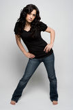 Vrouw die Jeans draagt stock foto's